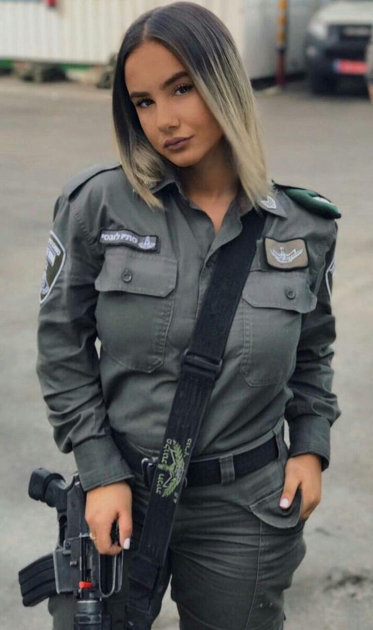 навязчиво мелькали модели в полицейской форме военный фото кэрри дома