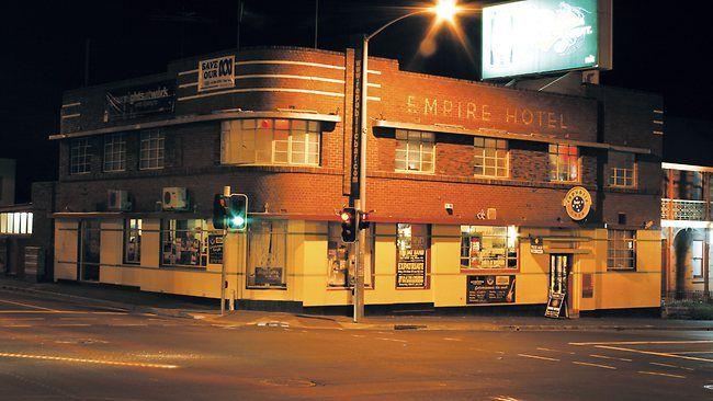 Pubs: Republic Bar, North Hobart  live music 7 nights