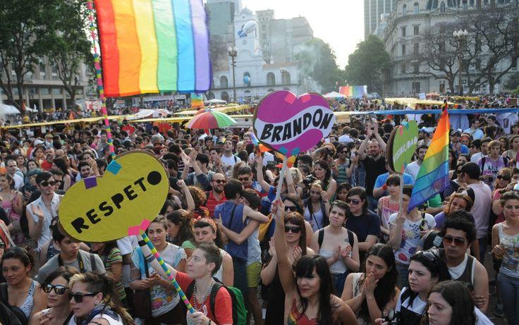 Marcha del Orgullo Gay en Argentina teñida por la campaña electoral   Radio Panamericana