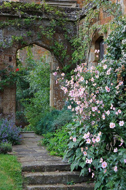 Broughton Castle Gardens, Oxfordshire//