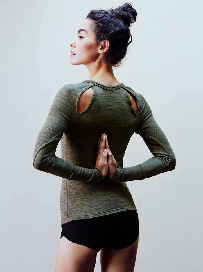 17 Winning Pieces for a Stylish #Workout: FP Movement Peekaboo Layering #Top! #FitnessFashion