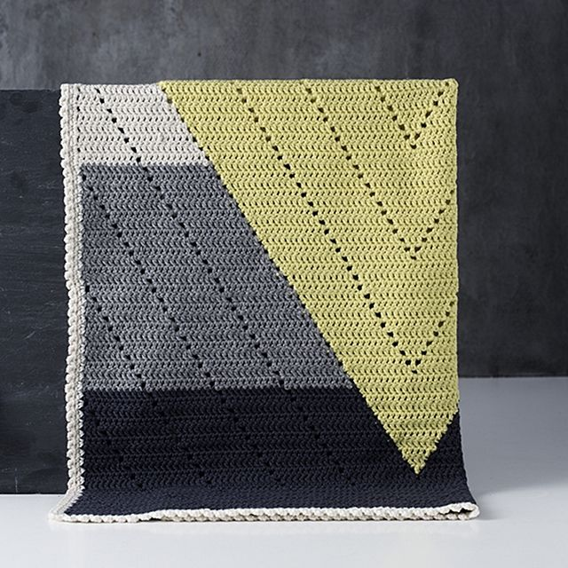 Amazing crocheted blanket! So cool and modern. #modern #geometric #crochet could do with knitting