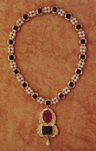 The necklace of Jane Seymour, third wife of King Henry V111, mother of King Edward V1.