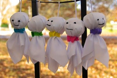 hanging ghost for windows and bushes