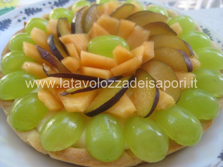 Crostata alla Frutta con Uva, Melone e Prugne http://www.latavolozzadeisapori.it/ricette/crostata-alla-frutta-con-uva-melone-e-prugne
