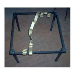 Table wrought iron. cm 75 x 75 x h 45 . 675