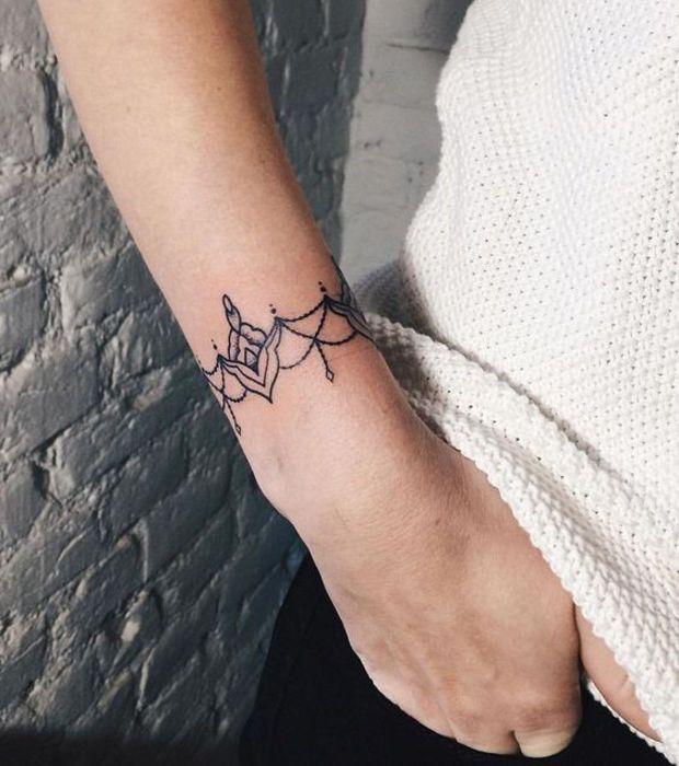 Les 25 meilleures id es de la cat gorie tatouage au - Idee tatouage poignet ...