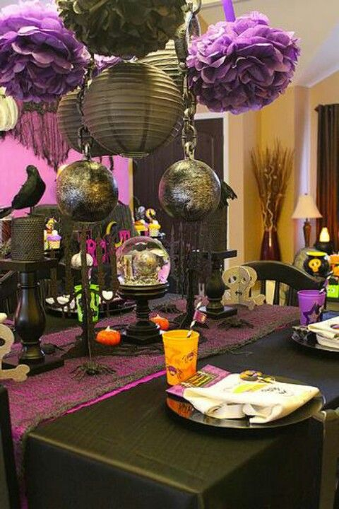 purple and black halloween will change to black white and teal color scheme - Decorating For A Halloween Party