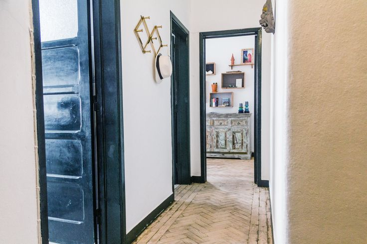 Swallow's nest is located in the heart of historic centre of Ericeira. Capture the excitement and energy of the village in this newly designed and renovated flat. It holds curious objects acquired...