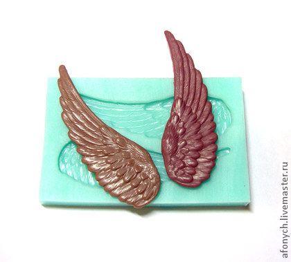 Форма, молд `Два крыла` (арт.: 145). Силиконовая форма предназначена для изготовления изделий из пластики / полимерной глины и других материалов методом вдавливания, либо методом заливки.    Получаемые крылья являются зеркальным отражением друг друга.