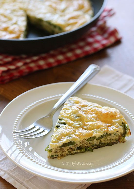 Spring Asparagus and Swiss Cheese Frittata - a delicious combination in this slimmed down frittata which is perfect for breakfast, lunch or dinner! #mothersday #meatlessmondays #brunch #breakfast