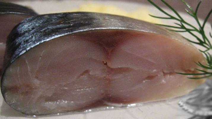 Для этого засола в принципе подойдет любая не мелкая рыба (щука, толстолоб, пелингас, язь, карп), и получится вкуснейшая рыба похожая на лососевую