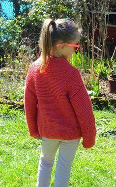 Joli gilet fille au tricot point mousse très facile!