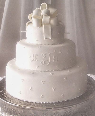 sams wedding cake simple wedding cake idea can make it a two layer cake with 19656