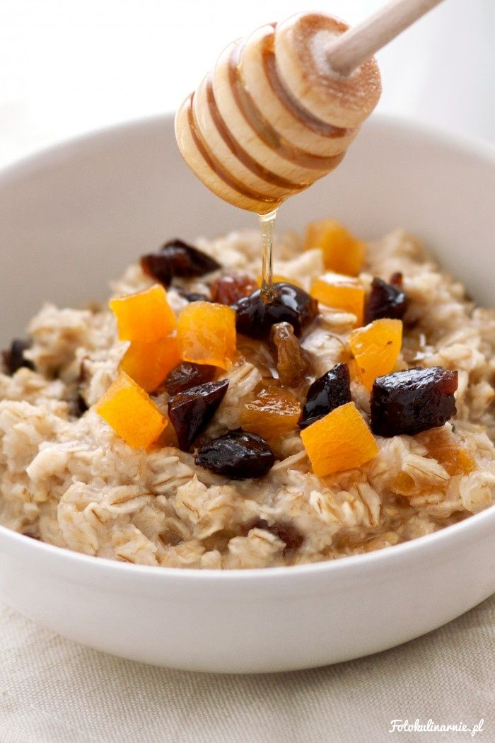 Oatmeal with dried fruits