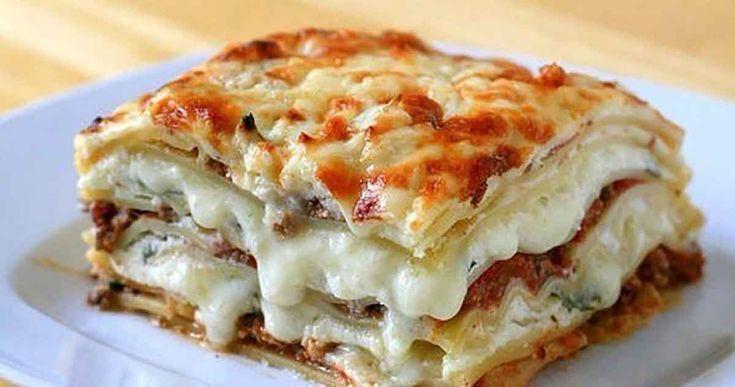 """""""Lasagna"""" este o mâncare tradițională din bucătăria italiană care a devenit populară în întreaga lume. Este foarte delicioasă, suculentă, arată fenomenal și are un gust desăvârșit. Echipa Bucătarul.tv vă oferă astăzi rețeta clasică a acestei delicatese care o să vă surprindă plăcut. Deși este un fel de mâncare mai pretențios și necesită mai mult timp, …"""