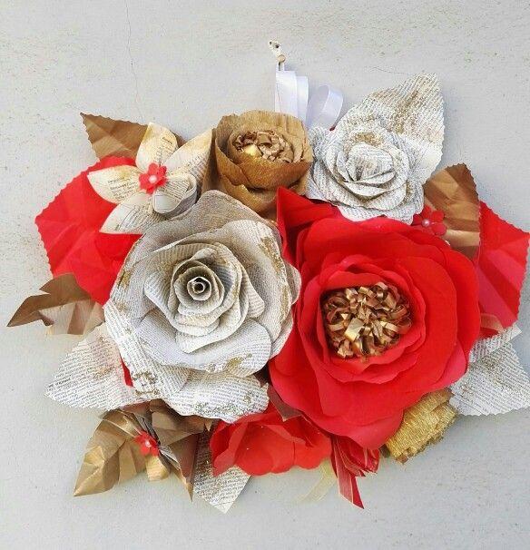 Composizione fiori di carta come centrotavola o da appendere