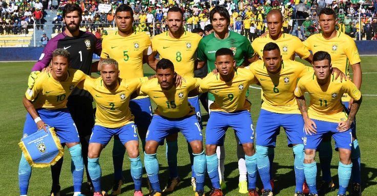 Seleção brasileira posa para foto antes do confronto com a Bolívia. O que Marcelo Moreno faz aí no meio?