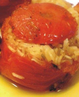 Ντομάτες γεμιστές με κριθαράκι και λαχανικά
