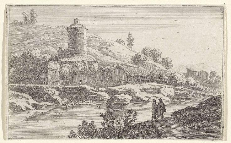Herman van Swanevelt | Ronde toren bij de Tiber, Herman van Swanevelt, 1629 - 1655 | Op de oever van de Tiber met twee badende figuren staat een omheind gebouw met een ronde toren. Op het pad aan de overzijde van de rivier lopen twee wandelaars.