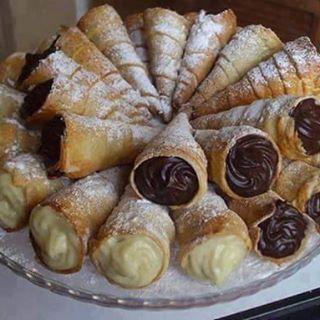 Tem sabores que nos levam imediatamente a um tempo bom que não volta mais... Essa é uma dessas receitas que eu não podia deixar de compartilhar:  CANUDINHO DE CHOCOLATE E BAUNILHA  Receita no bloghttps://goo.gl/goqIp7 #itgirlsbrazil #yummy #canudos #canudinhos #chocolate #gordice #receita #love #fds #férias #criançada #sabordeinfância #foodbloggers #boatarde ❤