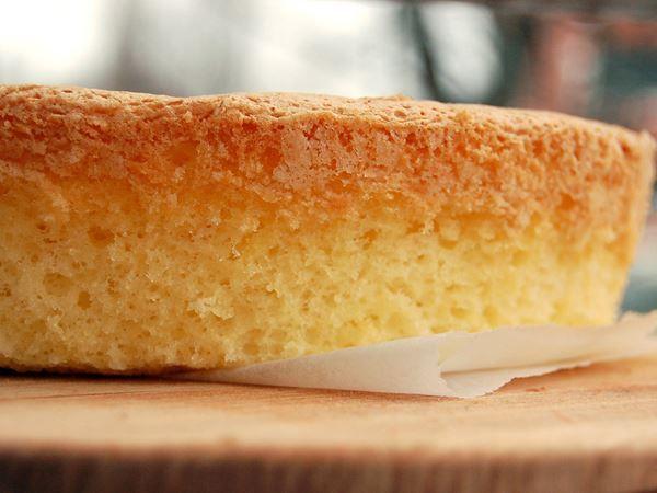 Gluteeniton kakkupohja