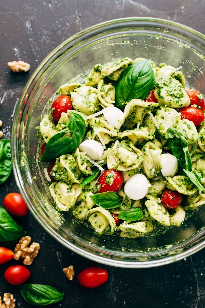 15 Minuten Spinat Pesto Tortellini Salat