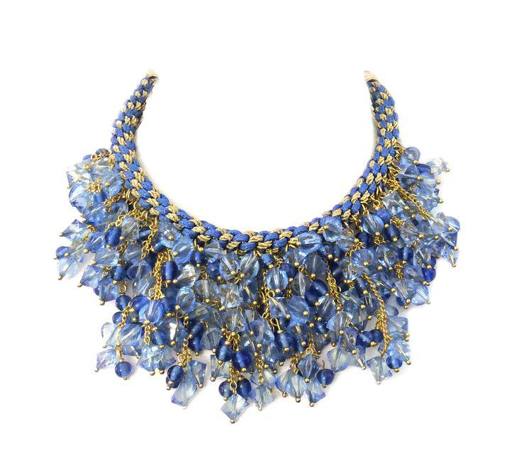 Błęktina kolia z ręcznie wykonanej jedwabnej plecionki, kryształów oraz elementów złoconych