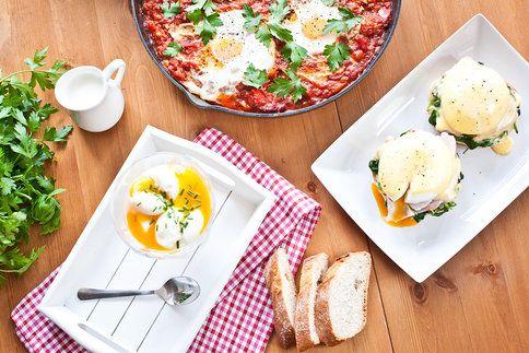Vajíčka k snídani i jako hlavní chod: v pikantní omáčce, se špenátem a holandskou omáčkou (vejce Benedikt) nebo s filmovou inspirací.