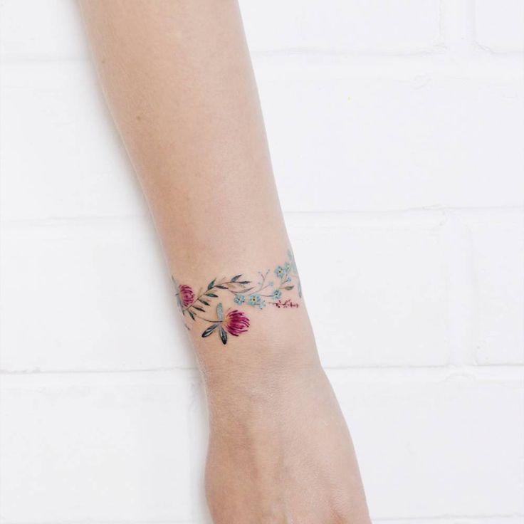 Tatuajes de pulseras florales que puedes filtrar por estilo, parte del cuerpo y tamaño, así como ordenar por fecha o puntuación. Tattoo Filter es una comunidad del tatuaje, galería de tatuajes, y un directorio internacional de artistas, estudios y eventos.