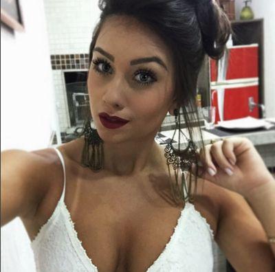 Flavia Pavanelli | Famosinhos Fake