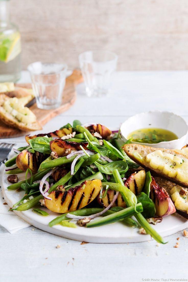 Bruschettas au chèvre, haricots verts et nectarines grillées - Une délicieuse recette aux fruits d'été.