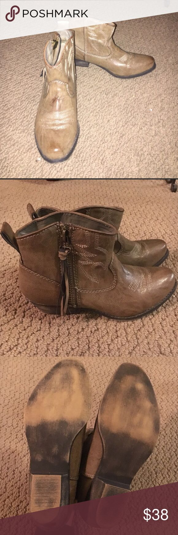 Big Buddha tan cowgirl booties Cute tan cowgirl booties from Big Buddha! Only worn once Big Buddha Shoes Ankle Boots & Booties
