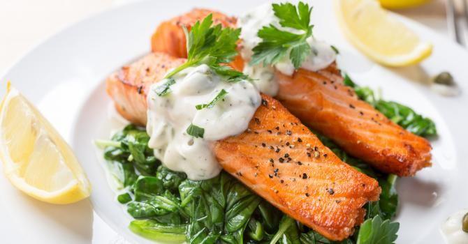 Recette de Papillotes de saumon au citron, sauce tartare légère. Facile et rapide à réaliser, goûteuse et diététique.