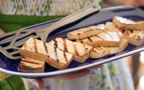 Grilled Teriyaki Tofu // Make sure you have great food for your plant-based friends! #summer #vegetarian #recipe
