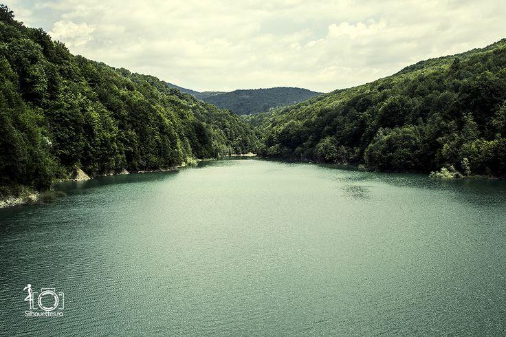 Paltinu, lacul turcoaz - Silhouettes.ro