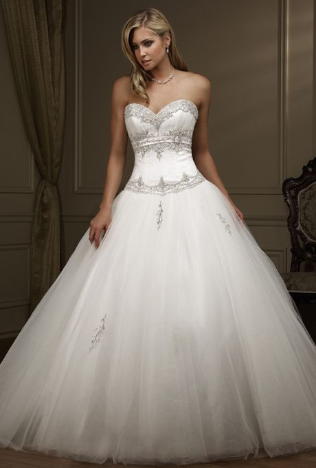 2013 New slyle Fabulous Wedding Gown with Delicately Appliqued Sweetheart Design