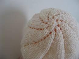 Resultado de imagem para boinas em trico passo a passo