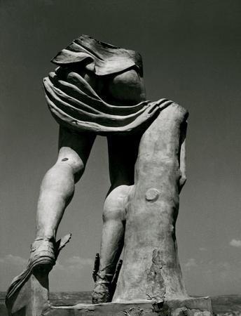 Herbert List – Fragment of Hermes statue, Chalkis, 1937