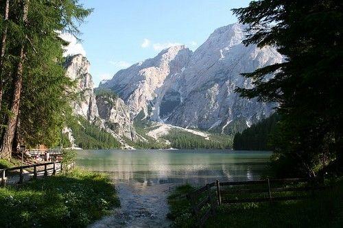 L'Ombrie, l'Italie du Nord... Des vacances en Italie, c'est la promesse de découvrir des paysages époustouflants... L'Italie des montagnes des Dolomites aux lacs de Garde ou de Braies, en passant p...