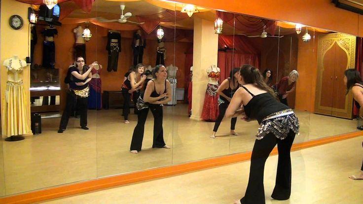 Démonstrations de 3 enchaînements d'un cours de cardio baladi. Chacun de ces enchaînements a été créé pour solliciter des groupes de muscles particuliers. #danseorientale #cardiobaladi