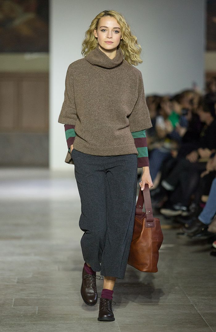 défilé agnès b. femme hiver 17 agnès b. // women's winter 17 fashion show more photos on http://fashionshow.agnesb.com/fr/femmehiver2017