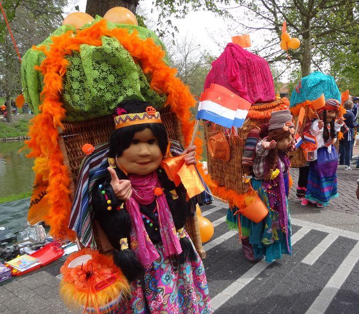 Speciaal voor het Latijns-Amerikajaar heeft de Goese levende standbeelden club mooie kleurrijke outfits gemaakt. Het geld wat zij hiermee ophalen is bestemd voor een goed doel in Latijns-Amerika.
