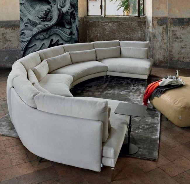 Runde Sofas Modern Hellgrau Grauer Teppich Schwarzer Beistelltisch