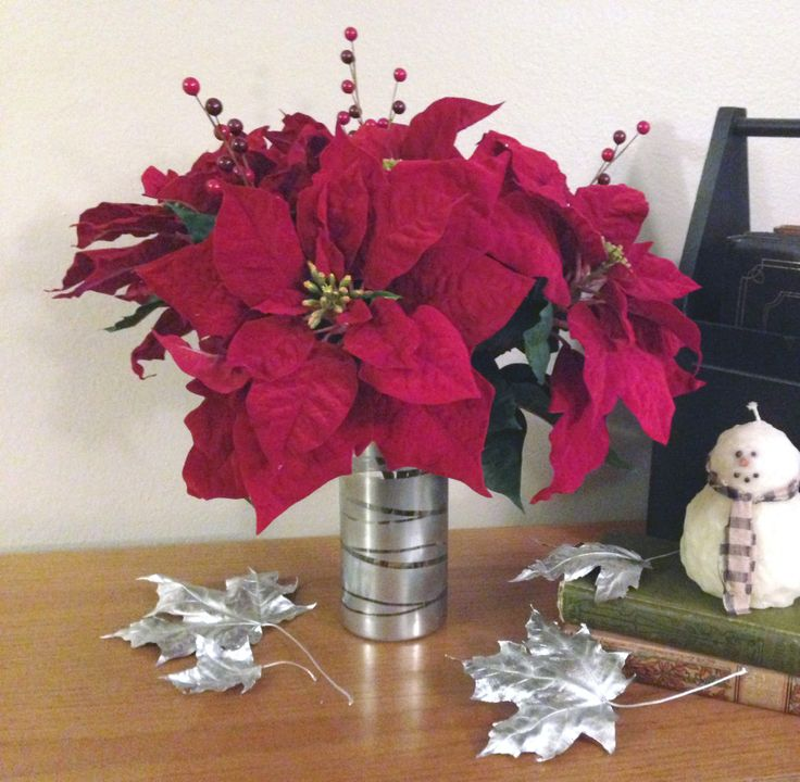 Diy poinsettia flower arrangement flower love and christmas for Poinsettia arrangements