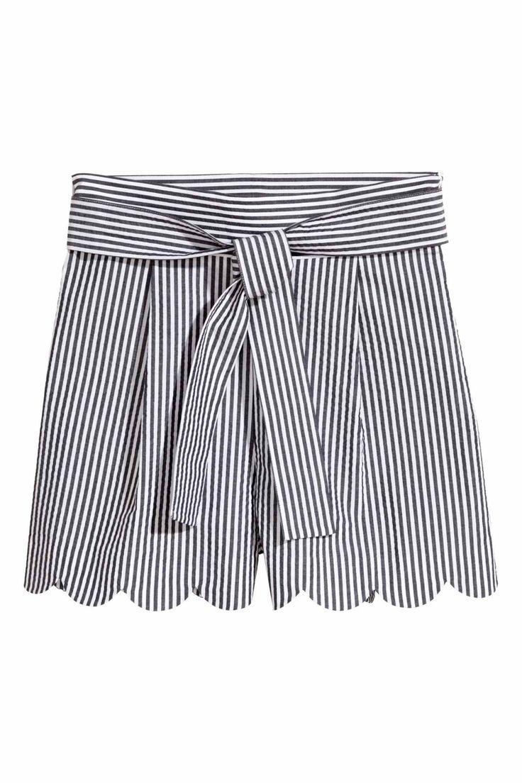 Shorts met geschulpte rand