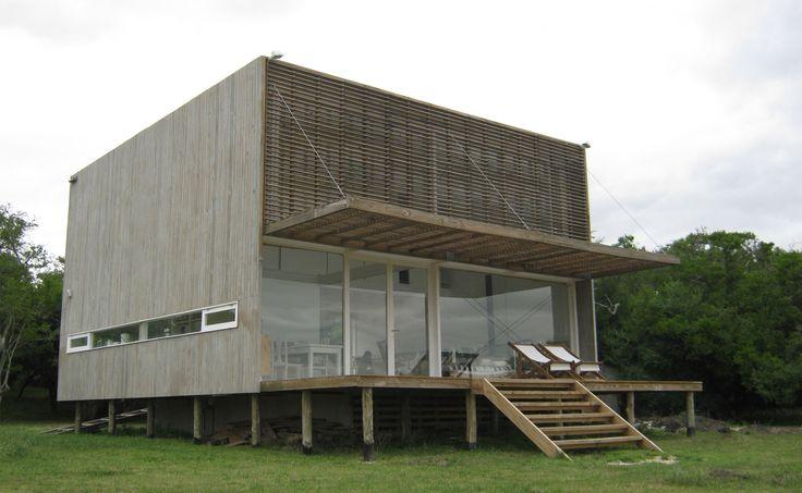 Casa Laguna El Rosario / frías+tomchinsky arquitectos