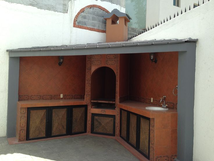 Patio con asador cumbres 5to sector mty for Casas para jardin madera