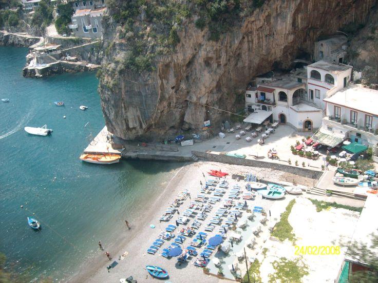 La costa Amalfitana  es un tramo de costa italiana bañado por el mar Tirreno, situado en el golfo de Salerno, en la provincia homónima de la región de la Campania.foto de claudia lara