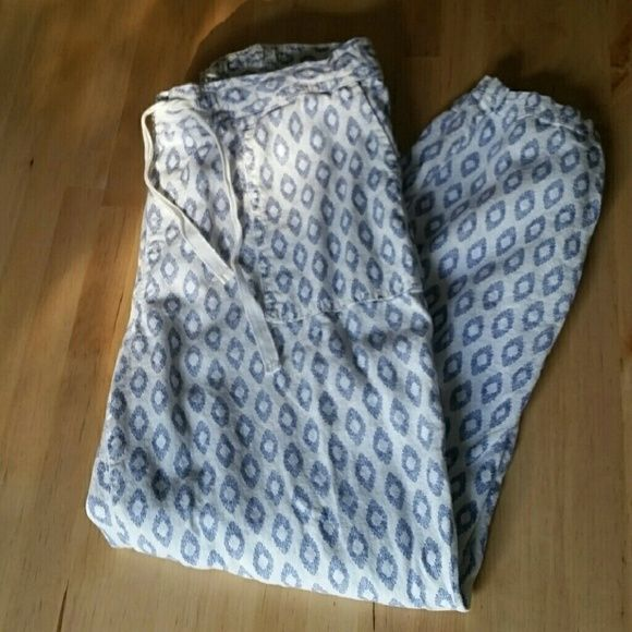 White and Navy Pants Super soft and comfortable. Drawstring tapered cropped pants. Old Navy Pants Ankle & Cropped